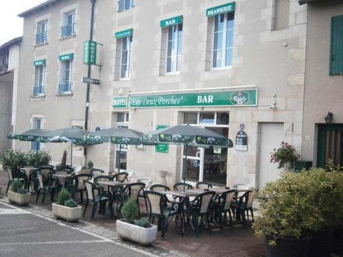 Hotel des Deux Porches : Hotel near Saint-Laurent-de-Jourdes