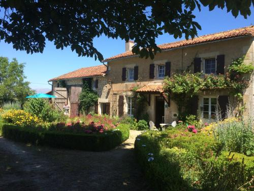 La Croix Bardon, Civray : Guest accommodation near Saint-Romain