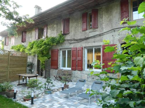 B&B de l´ancienne école : Bed and Breakfast near Chambéry
