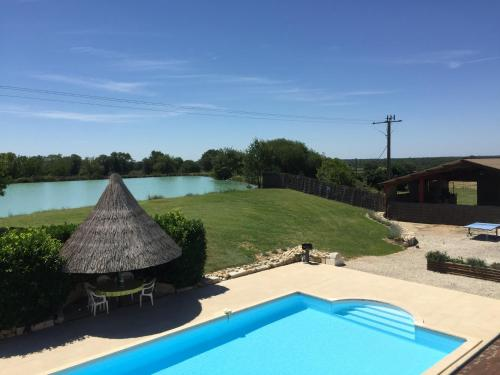 Le Boursignoux : Guest accommodation near Fontgombault