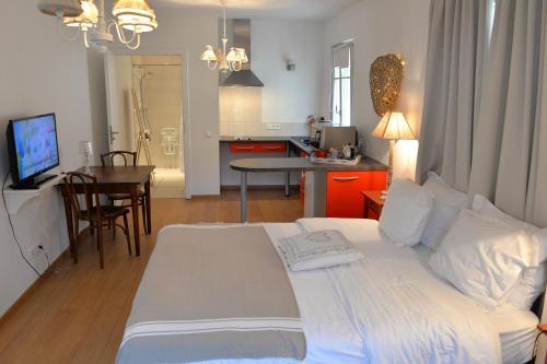 Le Hameau d'Eguisheim - chambres d'hôtes et gîtes : Bed and Breakfast near Oberhergheim