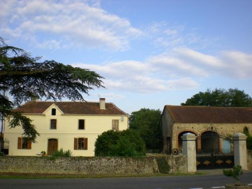 Chambre d'hotes Yanna : Bed and Breakfast near Castelnau-Rivière-Basse