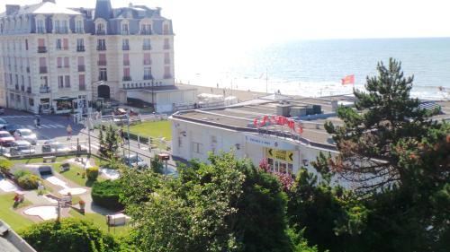 Residence le Crisenoy : Apartment near Houlgate