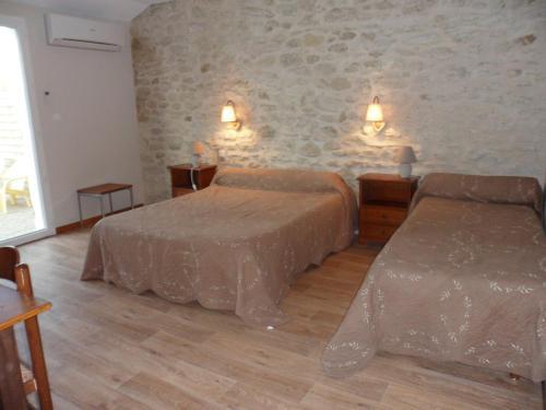 Logis Auberge Rognonaise : Hotel near Rognonas