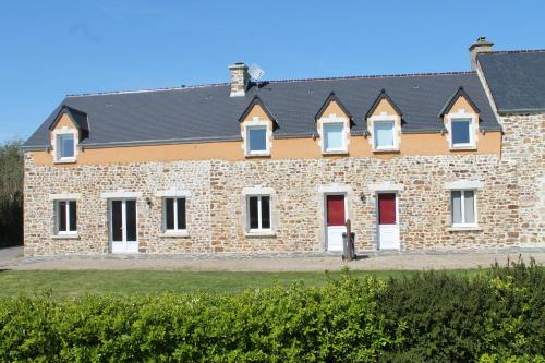 Les Ecuries : Guest accommodation near Saint-Pierre-d'Arthéglise