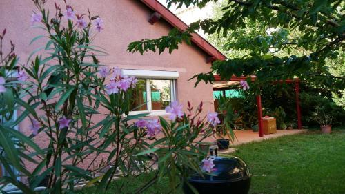 Villa Seignemartin : Bed and Breakfast near Vénissieux
