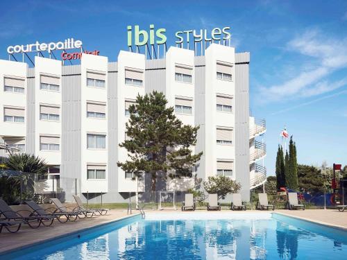 Ibis styles Toulon la Seyne sur Mer : Hotel near Évenos