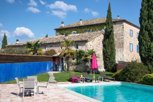 Chambres d'Hôtes et Gîtes Le Mas Bleu & Spa Resort : Guest accommodation near Dompnac