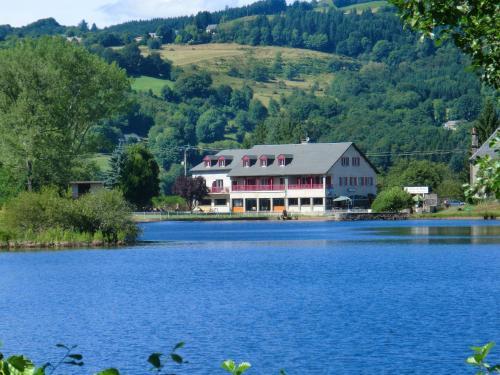 Le Lac Des Moines : Hotel near Égliseneuve-d'Entraigues