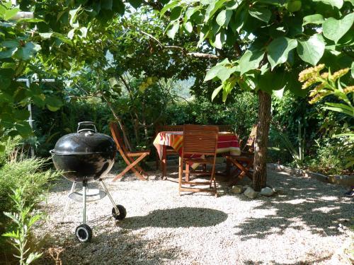 La clairière : Guest accommodation near Saint-Léger-du-Ventoux