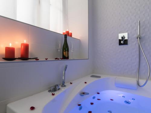 Luxury Studio & Spa-Lyon centre : Apartment near Lyon 7e Arrondissement