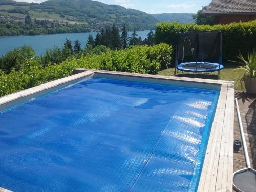 Chalet du lac : Guest accommodation near Bilieu