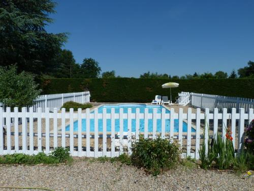 LE CLOS D'EMELINE : Bed and Breakfast near Saint-Étienne-de-Lisse