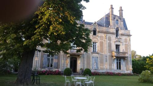 Château Saint Vincent : Bed and Breakfast near Léogeats