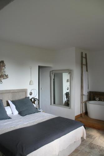 La Calade : Guest accommodation near Puyvert