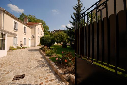 Chez Camille : Bed and Breakfast near Brugny-Vaudancourt
