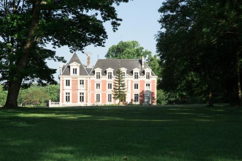 Chateau de Saint Germain : Bed and Breakfast near Le Mesnil-Guillaume