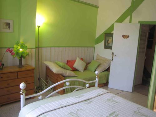 Chambres d'Hôtes Les Pensées Douces : Guest accommodation near Vincelottes