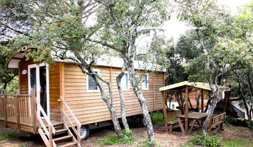 camping les chenes : Guest accommodation near Souvignargues