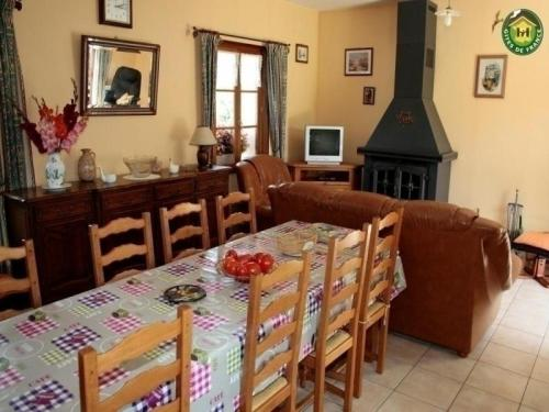 House Recques-sur-course - 8 pers, 96 m2, 4/3 : Guest accommodation near Humbert