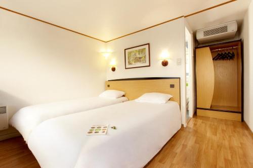 Campanile Saintes : Hotel near Geay