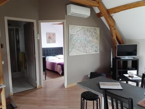 Chambre d'hôtes des Lores : Bed and Breakfast near Bromeilles