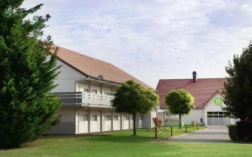 Campanile Villennes-Sur-Seine - Poissy : Hotel near Hardricourt