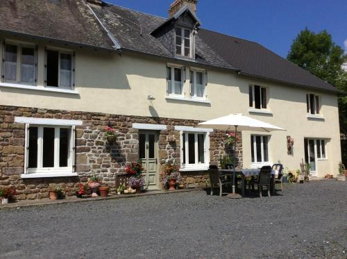 Papillon Chambres d'Hôtes : Bed and Breakfast near Saint-Martin-de-Cenilly