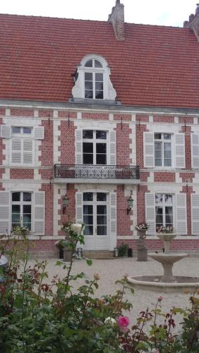 Le Manoir De Bellacordelle : Bed and Breakfast near Ligny-Thilloy