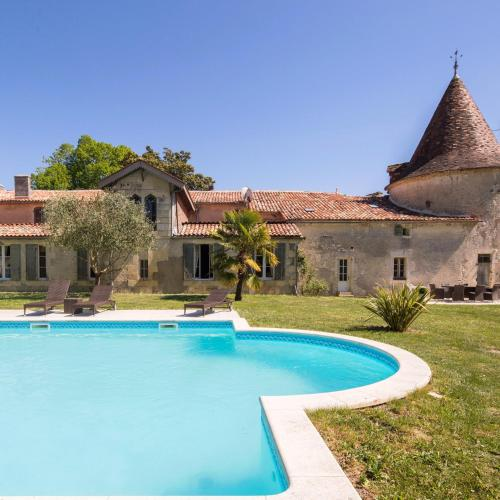 Chateau de Puyrigaud : Bed and Breakfast near Pommiers-Moulons