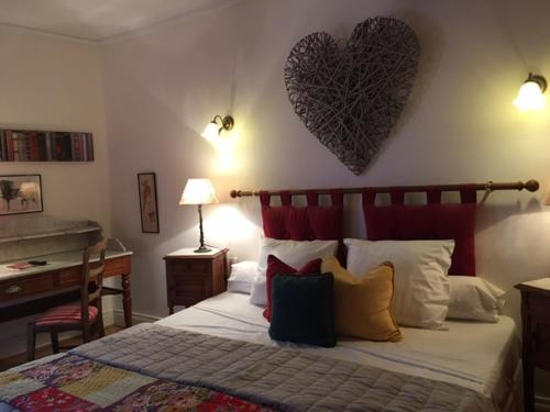 La Maison d'Alienor : Bed and Breakfast near La Chapelle-Vaupelteigne