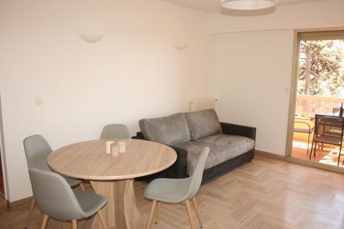 Appartement Le Naxos : Apartment near Saint-Laurent-du-Var