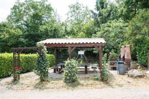 Camping le Mas Fleuri : Guest accommodation near Moulinet