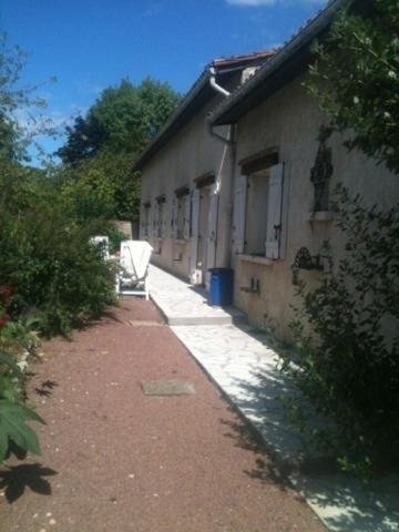 Chez Josy : Guest accommodation near Saint-Genès-de-Blaye
