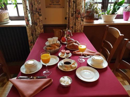 Chambres d'Hôtes Retour de la Chasse : Bed and Breakfast near Molinges