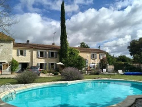 Holiday home Bois de Lugerat : Guest accommodation near Montignac-Charente