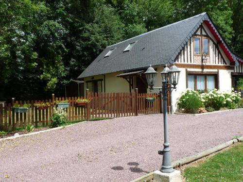 Le Clos BUYRAGANE, Pays d'Auge : Guest accommodation near Glos