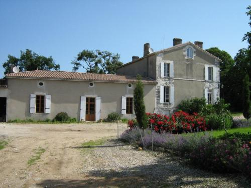 Domaine les Galards : Bed and Breakfast near Saint-Yzan-de-Soudiac