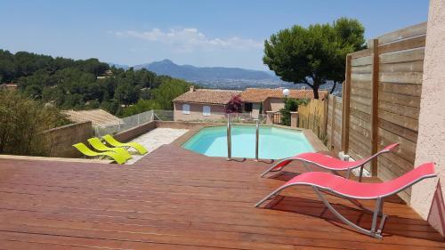 Villa hauteur de hyeres piscine et vue : Guest accommodation near Carqueiranne