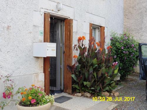 Maison de campagne en campagne rénovée : Guest accommodation near Saint-Laurent-de-Jourdes