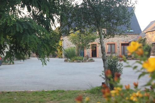 Chambres Aux Bonnes Herbes : Bed and Breakfast near La Selle-Guerchaise