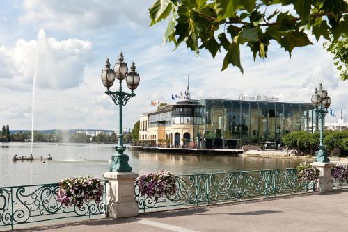 Hôtel Barrière L'Hôtel du Lac : Hotel near Montmorency