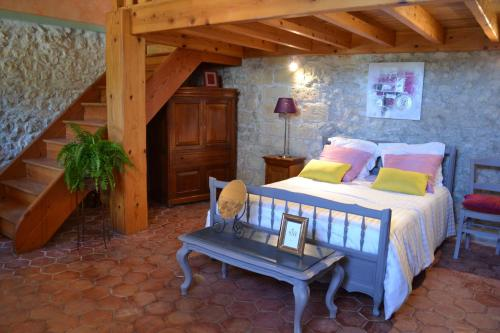 A L' Abri du Pin : Guest accommodation near Aussac-Vadalle
