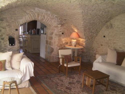Lovely Poulx : Guest accommodation near Cabrières