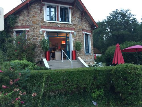 Le Chant Des Oiseaux : Guest accommodation near Milon-la-Chapelle