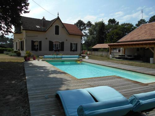 Chambres d´hotes VILLA CAPSYLVAINE : Guest accommodation near Captieux