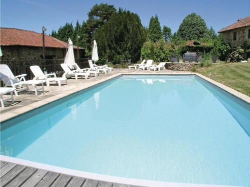 Holiday Home Moissannes with Lake View 02 : Guest accommodation near Saint-Dizier-Leyrenne