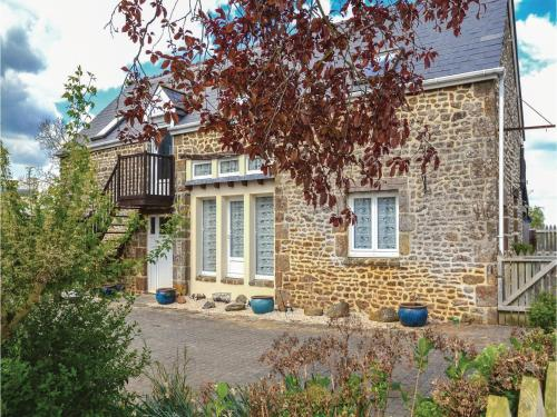 Holiday Home Vauce Rue Du Bocage : Guest accommodation near Heussé