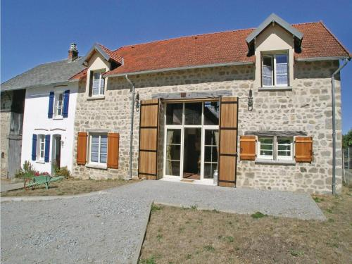 Eight-Bedroom Holiday Home in Saint Dizier Leyrenne : Guest accommodation near Guéret