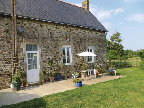 Holiday Home La Rouaudiere with Fireplace I : Guest accommodation near Martigné-Ferchaud